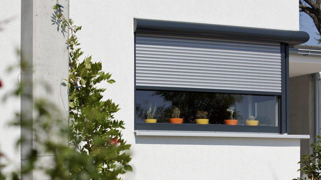 JS - Aluminium Windows in Hong Kong 香港優質鋁窗公司 – Alulux -Windproof Rolling Shutter 防風捲閘